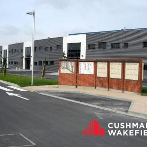 Location local d\'\'activites 3356 m² divisibles à partir de 679 m²