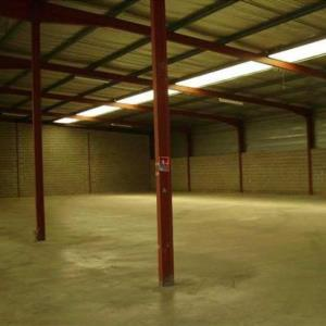 Location local d\'\'activites 400 m² non divisibles
