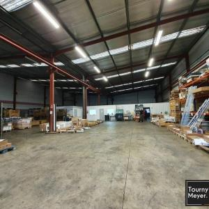 Location local d\'\'activites 864 m² non divisibles
