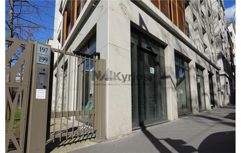 Location local commercial 673 m² non divisibles