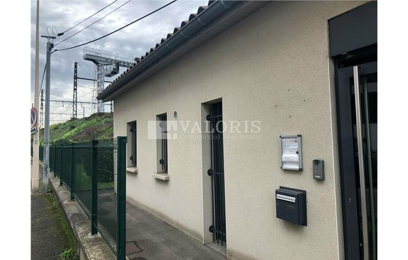 Location local commercial 54.4 m² non divisibles