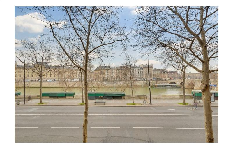 Location boutique 152 m² à Paris