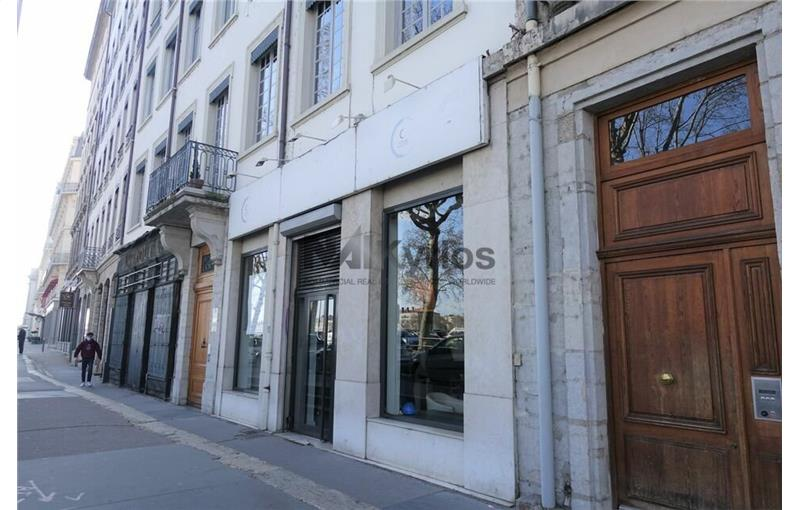 Location local commercial 72.5 m² non divisibles